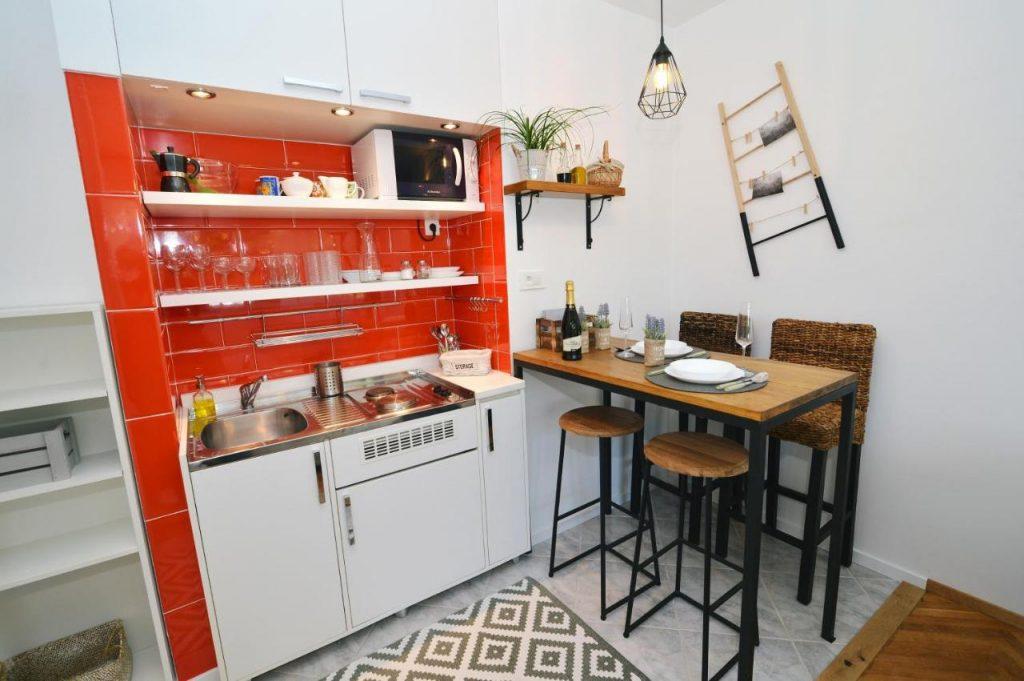 kuchyn v apartmanu